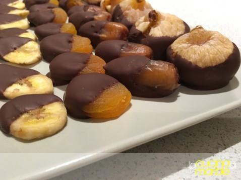 frutta secca al cioccolato