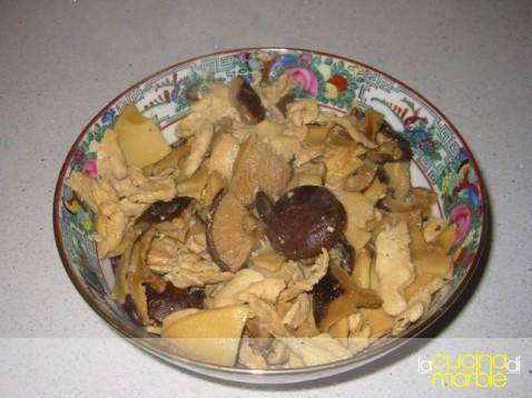 pollo bambù e funghi